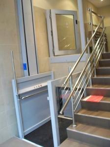 Salvaescaleras vertical ascensores rekalde for Salvaescaleras vertical
